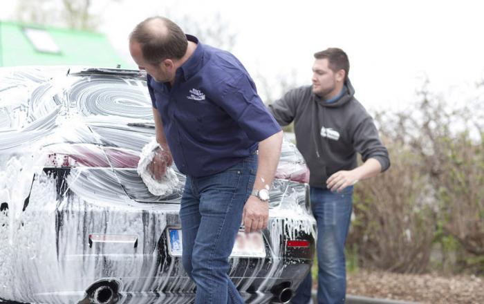 Carwash Benedict Voorwas Handwas auto inzepen met de hand
